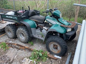 Surplus 2001 Polaris Sportsman 500 6x6, unknown condition  (VIN:  4XACL50A31D430696)